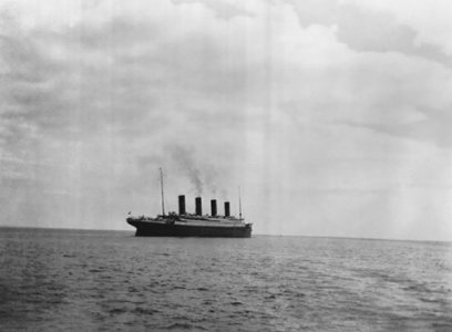 20.-The-Last-Known-Photo-of-the-Titanic-Above-Water-in-1912-500x368.jpg